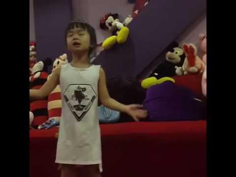 Biểu diễn đàn hát tặng bố mẹ | Học Tiếng Anh | Tiếng Anh trẻ em | Tiếng Anh cho bé |